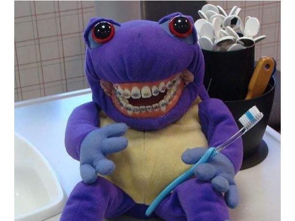 戴了牙套怎么刷牙?牙卫士教您一招