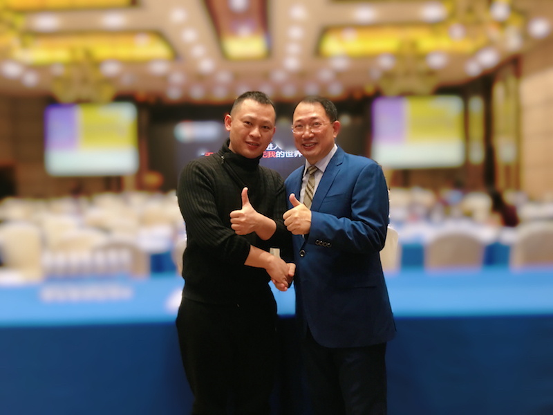 2018年与中央财经评论员单仁博士合影