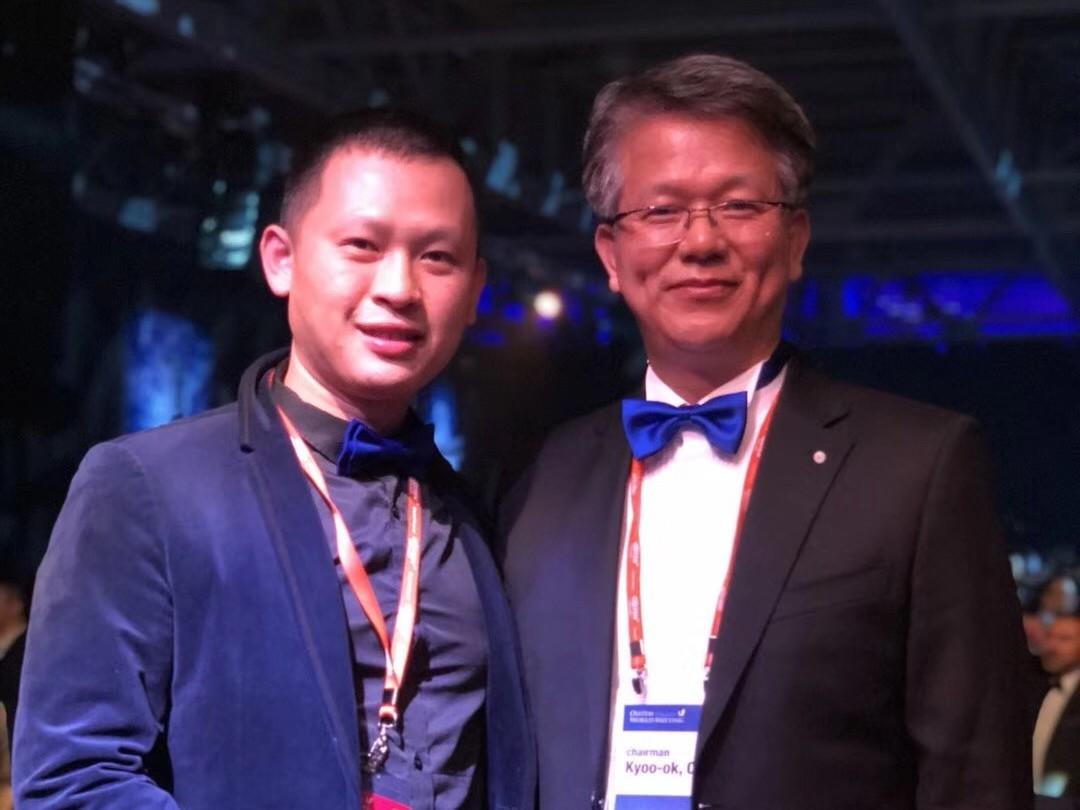 2018年与Osstem的董事长在俄罗斯世界种植年会上