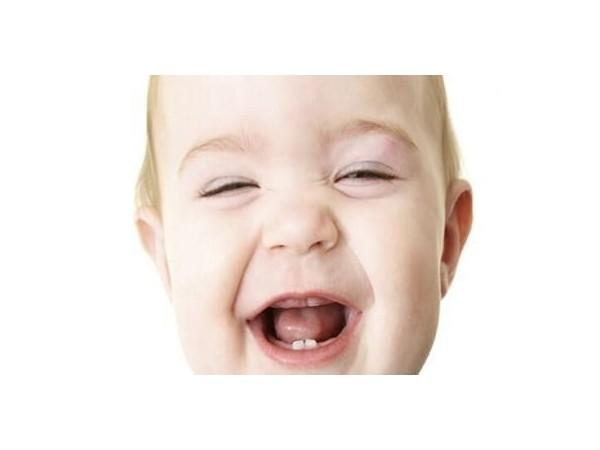 孩子牙疼受不了,作为家长一定要及时带孩子去治疗!